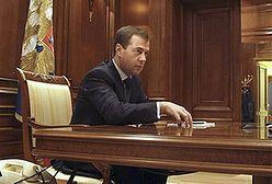 Miedwiediew: krytykujcie rząd, zachęcam!