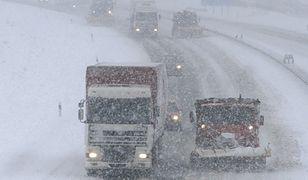 Synoptycy ostrzegają przed intensywnymi opadami deszczu i śniegu na południu Polski