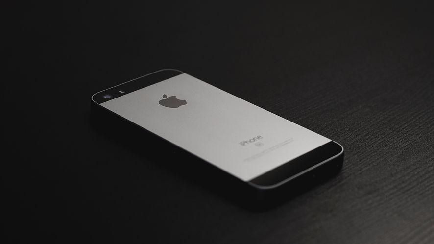 Użytkownicy iOS preferują starsze iPhone'y
