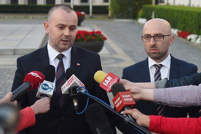 Wiceszef kancelarii prezydenta Paweł Mucha (z lewej)