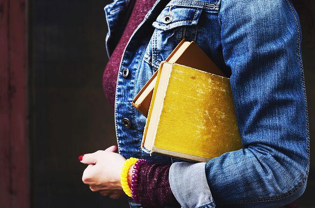 Październik to idealna pora na jeansowe stylizacje
