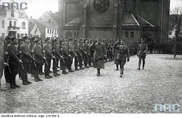 Generał Józef Dowbór-Muśnicki podczas przeglądu 7 pułku Strzelców Wielkopolskich