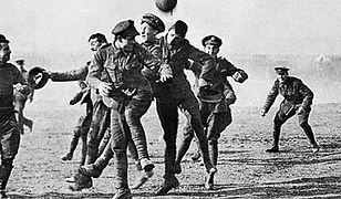 Mecz rozegrany przez Brytyjczyków i Niemców w czasie rozejmu bożonarodzeniowego w 1914 r.