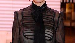 Nowa moda: jasny stanik pod ciemną bluzką