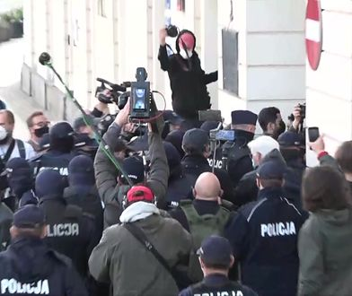 """Strajk Kobiet. Protesty w Warszawie. """"Faszyści , policja - jedna koalicja"""""""