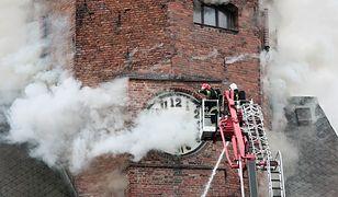 Strażacy walczą z pożarem katedry w Gorzowie