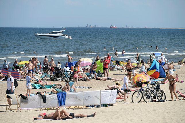 W czwartek w Sopocie nie brakowało osób, które kąpały się w wodach zatoki