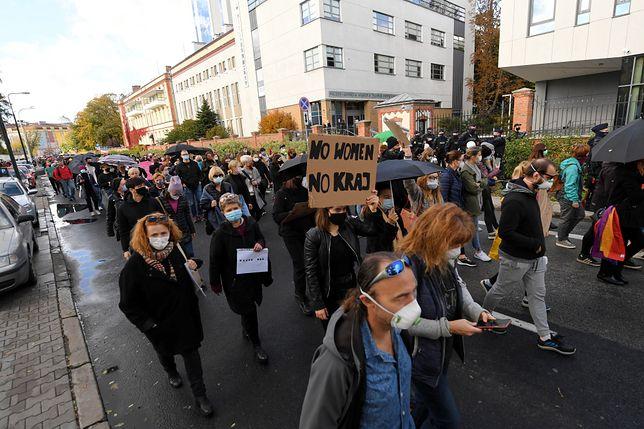 Protesty w Polsce po decyzji Trybunału Konstytucyjnego ws. aborcji. W niedzielę akcja w kościołach
