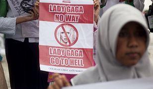 Protest przeciwko występowi Lady Gagi