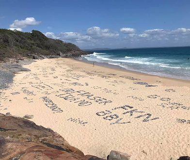 """Turyści naruszyli """"świętą"""" plażę w Australii. Zostawili na niej m.in. wielki napis """"Poland"""""""