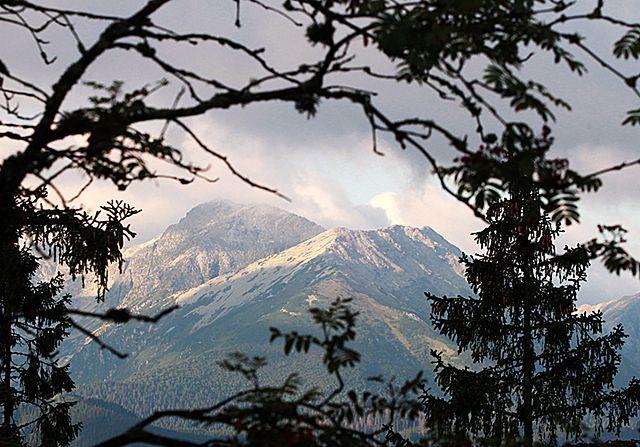 Śnieg w Tatrach. Na szczytach temperatura spadła do zera