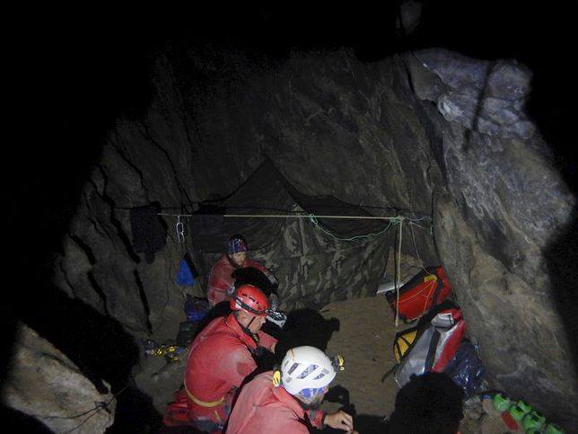 Tatry. TOPR opublikował zdjęcia z akcji ratunkowej grotołazów w jaskini Wielkiej Śnieżnej