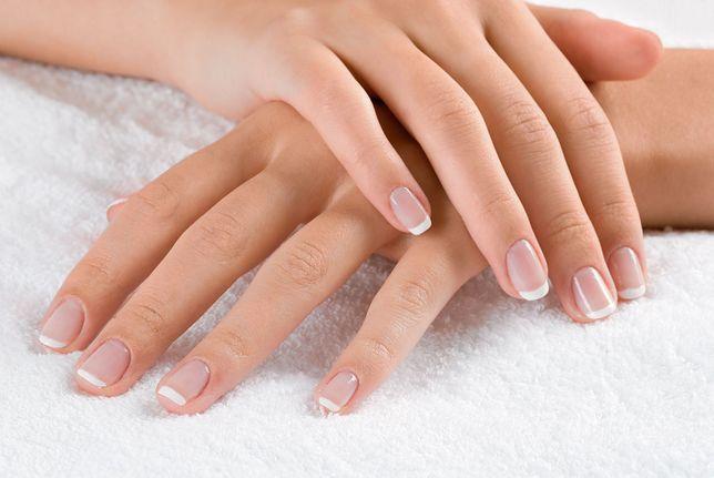 Parafina rozświetla skórę dłoni