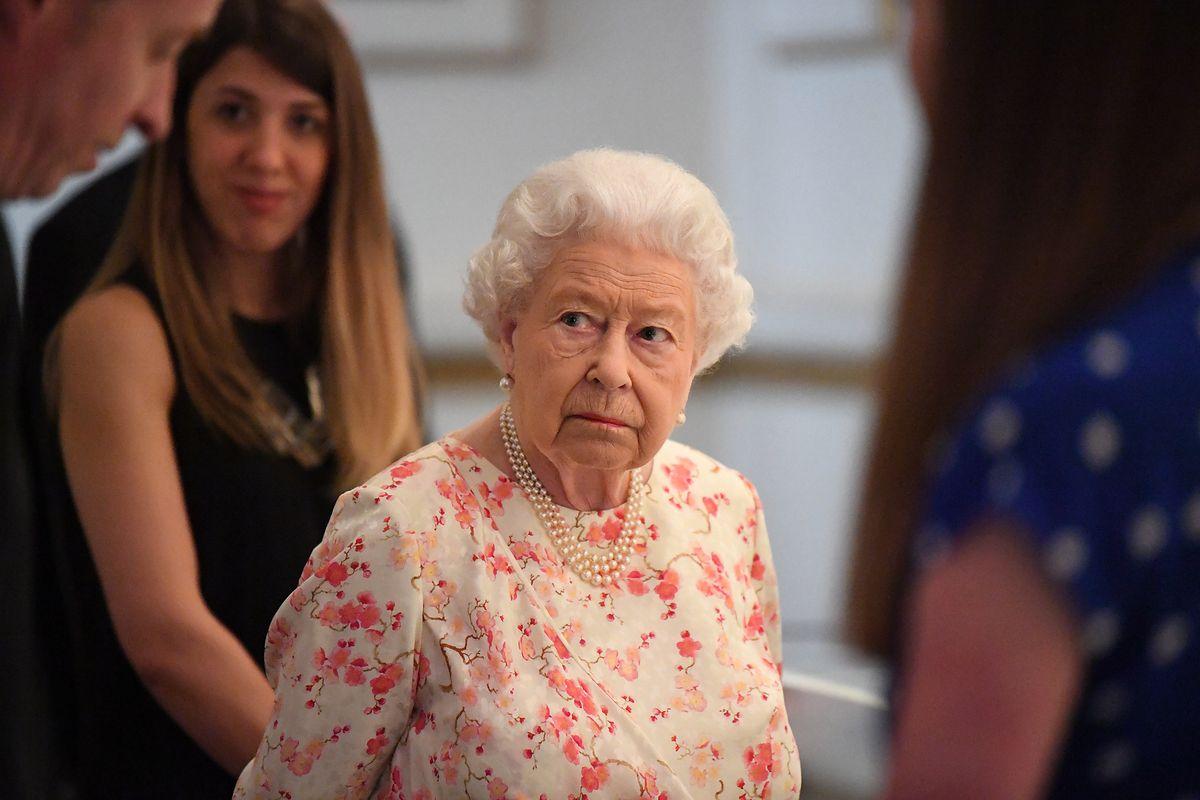 Elżbieta II miała uderzyć siostrzeńca. Elton John o nieznanych faktach z życia rodziny królewskiej