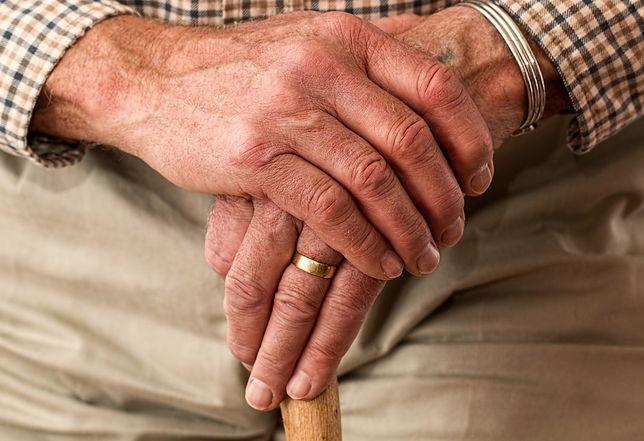 Większość emerytów może tylko pomarzyć o gminnym wsparciu w domu.