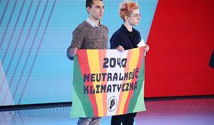 Incydent na konwencji. Aktywiści weszli na scenę i nie podali ręki Małgorzacie Kidawie-Błońskiej