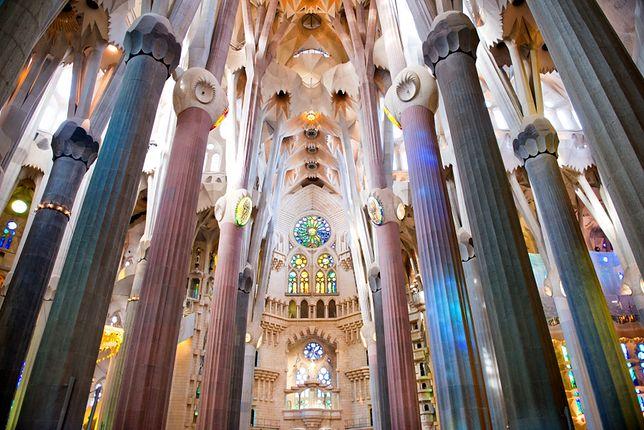 Wnętrza największych atrakcji - Sagrada Familia, Barcelona, Hiszpania