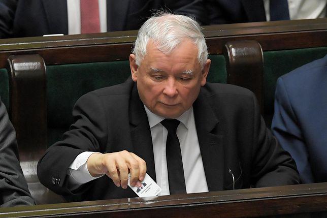 Jarosław Kaczyński i jego partia prowadzą w sondażach
