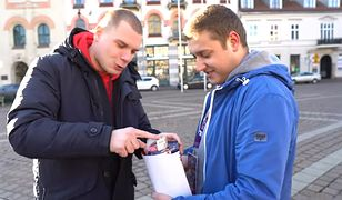 Youtuber Budda wkłada do puszki 10 tys. zł