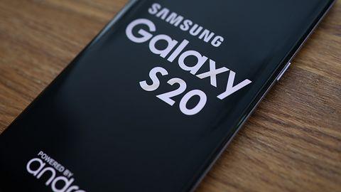 Samsung Galaxy S20 nie jest zbyt drogi. Według GUS, wystarczy średnie wynagrodzenie