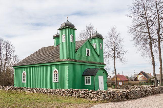 Podlaski szlak tatarski; Drewniany meczet we wsi Kruszyniany; najstarszy w Polsce.