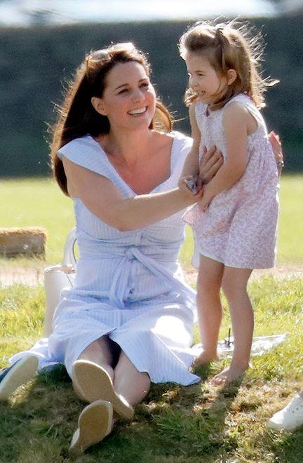 Księżna Kate wzięła córkę do pubu