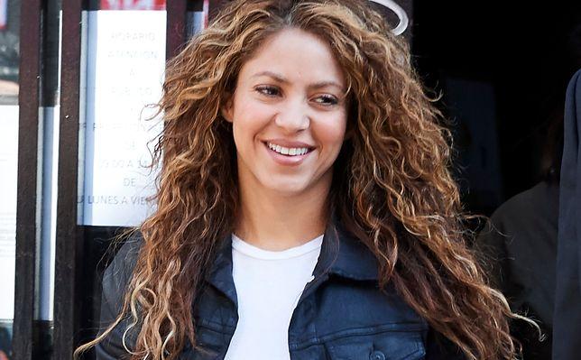 Shakira była kojarzona z burzą loków