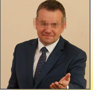 Asystent europosła PiS zmuszał żonę do prostytucji. Szef wierzy w jego niewinność