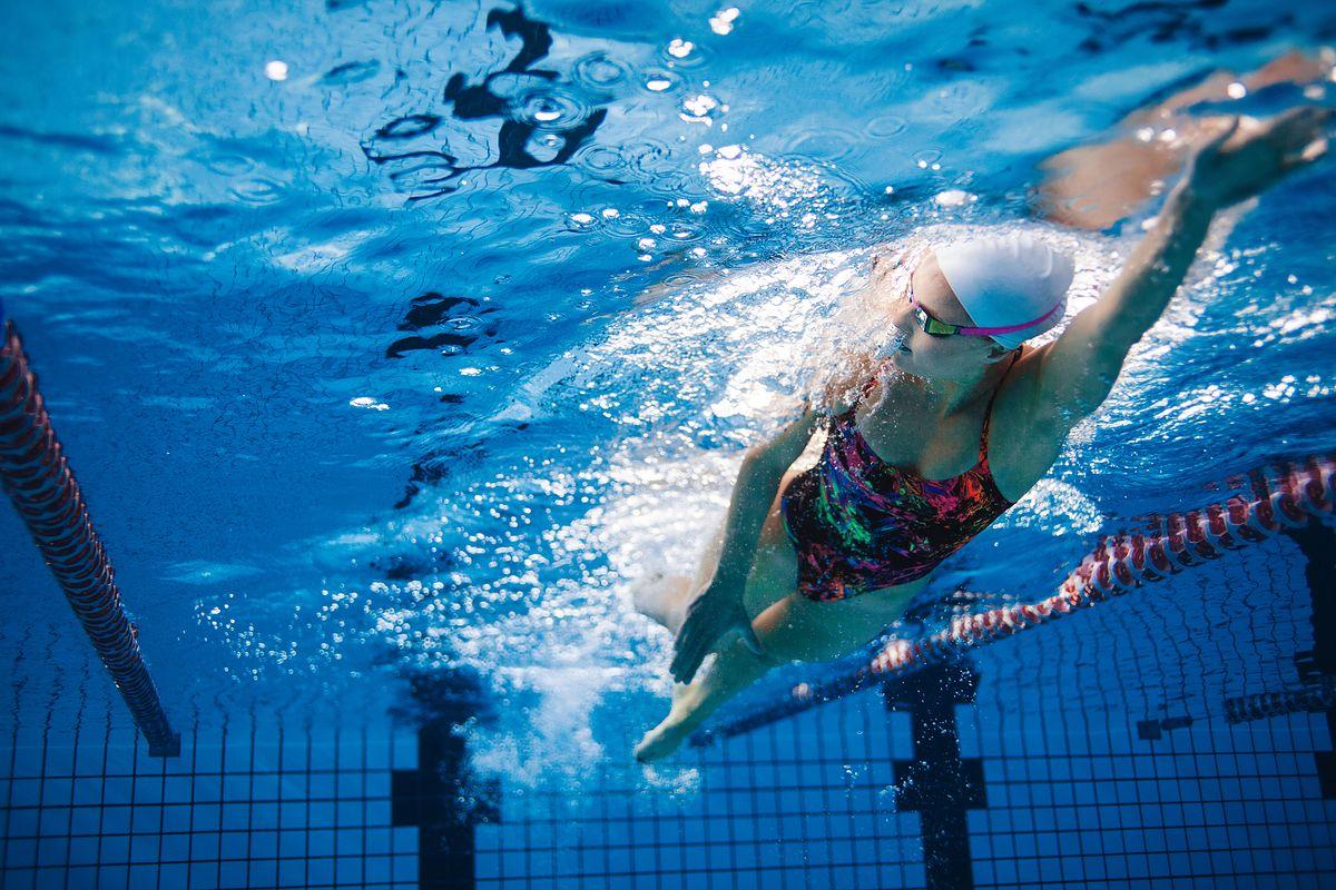 Popularne style pływackie. Styl klasyczny, grzbietowy czy kraul?