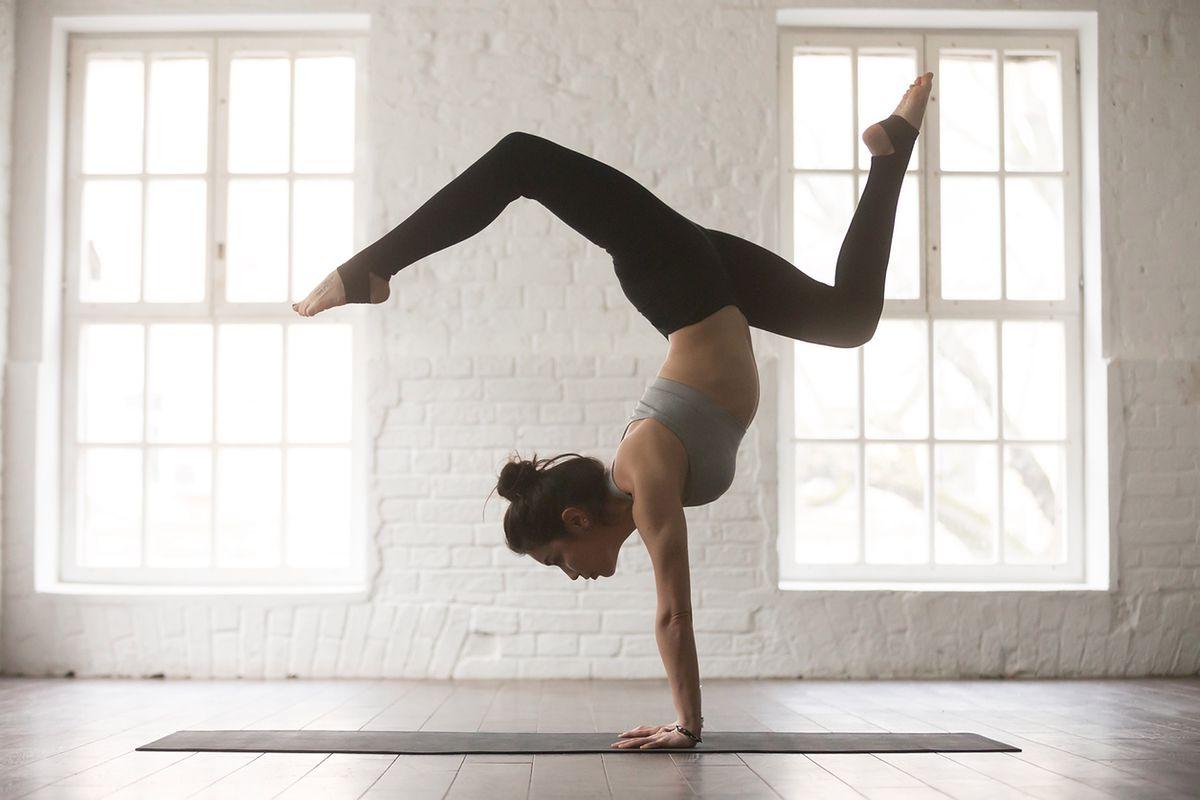 Ćwiczenie planche. Technika wykonania popularnej figury Street Workoutu