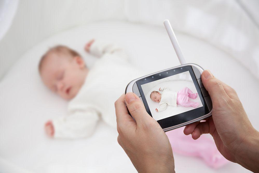 Chronią twoje dziecko, kiedy odpoczywasz lub pracujesz. Nianie elektroniczne i kamerki dla rodziców