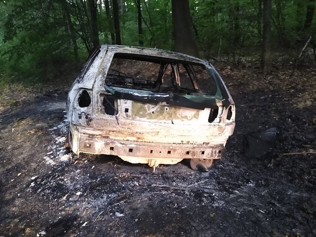 Sprawca wypadku spalił samochód, którym jechał