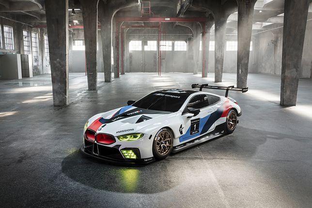 BMW M8 GTE - wyścigówka przed samochodem drogowym