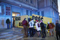 Warszawa. Protest Greenpeace, zablokowali wejście do ministerstwa