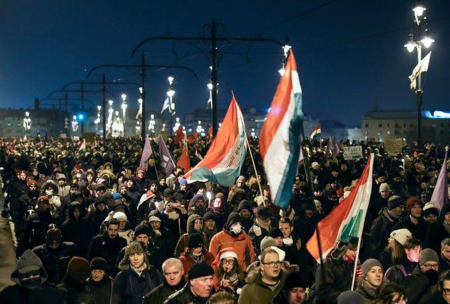 Mimo mroźnej pogody protesty w Budapeszcie przybierają na sile