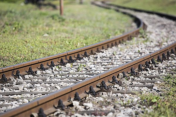 Ulewa podmyła tory kolejowe koło Szczecinka. Nie kursują pociągi
