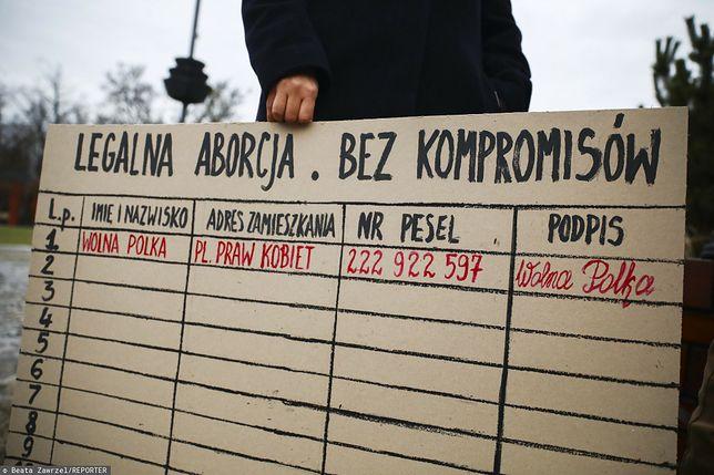 Aborcja na żądanie? Trwa zbiórka podpisów / Zdjęcie z lutego 2021 r., gdy w Gliwicach FEDERA zaprezentowała projekt ustawy