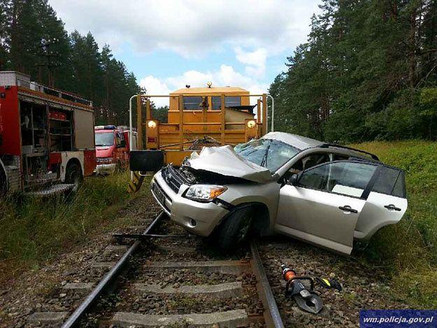 Tragiczny wypadek na przejściu kolejowym. Zginął 36-letni kierowca