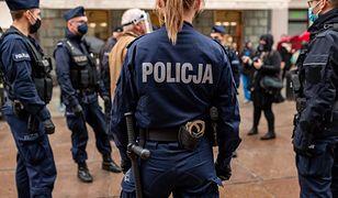 """Strajk kobiet. Związek zawodowy policji przeciwny narodowym """"bojówkom"""""""