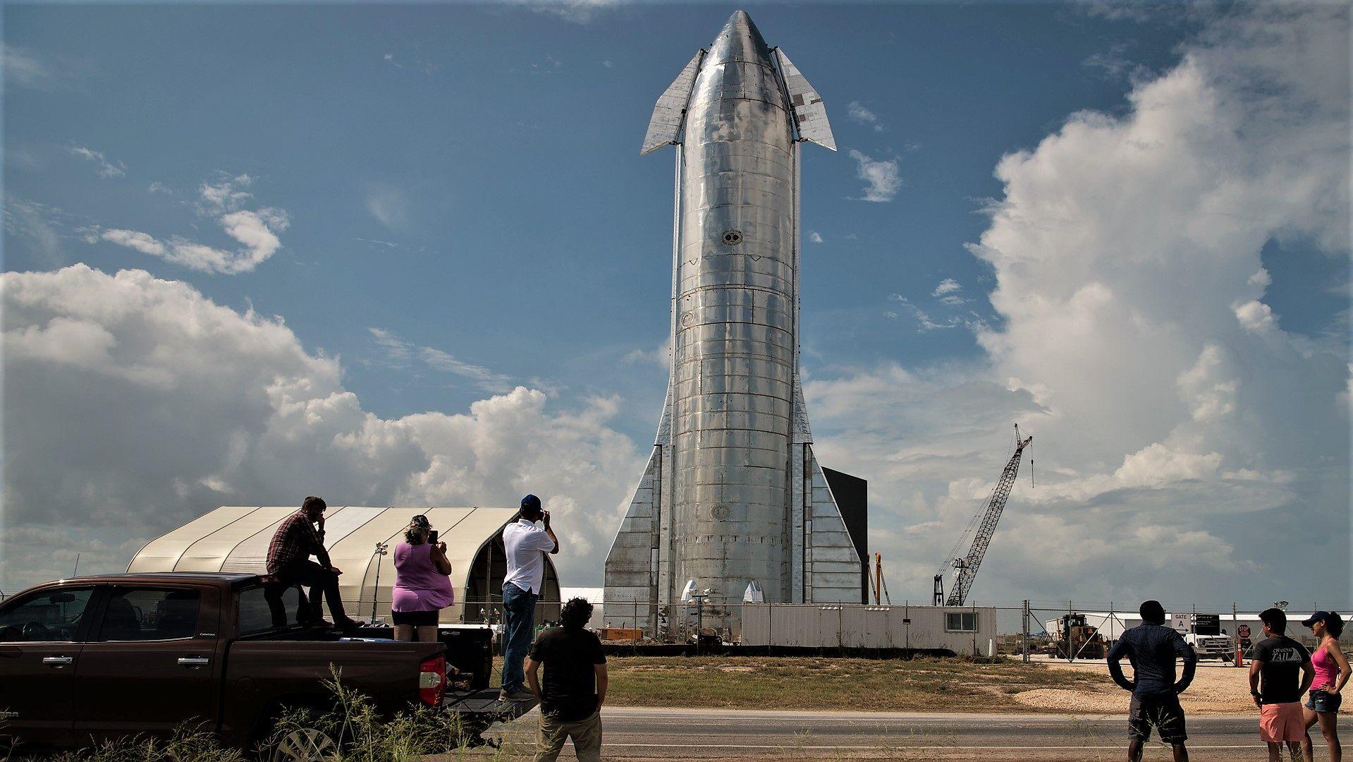 """Prototyp pojazdu kosmicznego """"Starship"""" budowanego przez firmę SpaceX Elona Muska"""