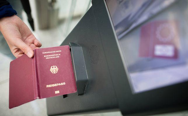 Niemcy. Polacy wciąż marzą o niemieckim paszporcie