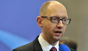 Jaceniuk: Rosja i jej terroryści rujnują gospodarkę Donbasu