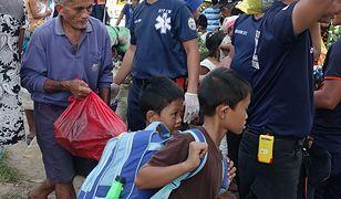 Poszkodowani po trzęsieniu ziemi Filipińczycy