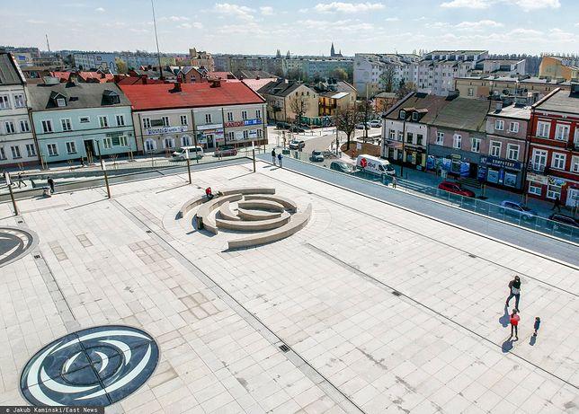 """Rynek w Kutnie po """"rewitalizacji"""" to tylko jeden z wielu przykładów betonozy w polskich miastach"""