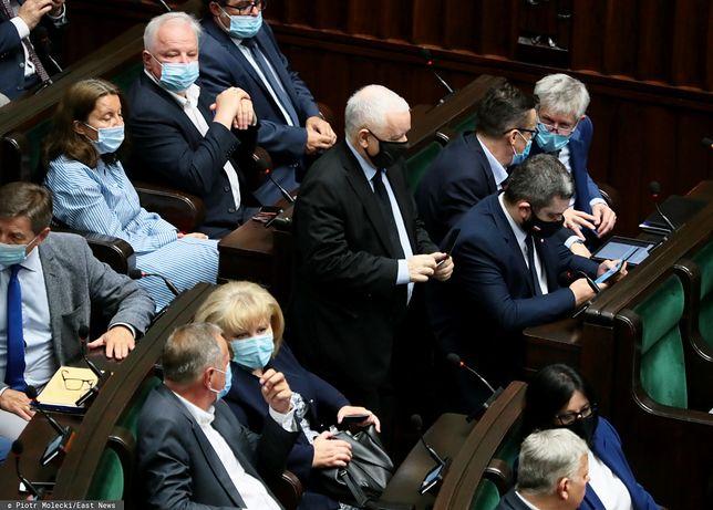 Koniec sejmowej większości PiS? Odejść chce trzech posłów