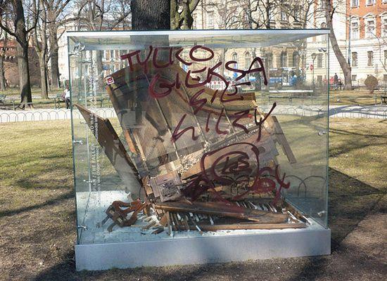 """""""Debile!"""" - zniszczyli fortepian Chopina w Krakowie"""