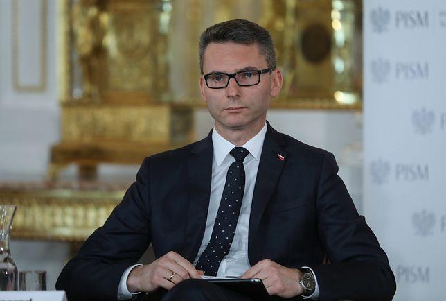 Za czerwiec były już poseł Konrad Głębocki otrzymał jeszcze wynagrodzenie