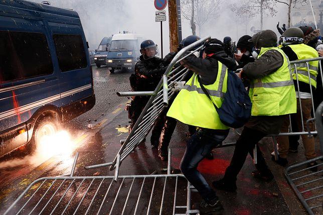 """""""Żółte kamizelki"""" protestują od 17 listopada"""
