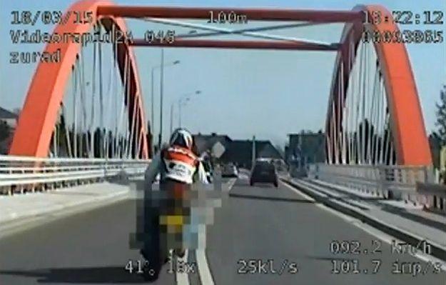 150 km/h w terenie zabudowanym - pościg za piratami drogowymi na motocyklach