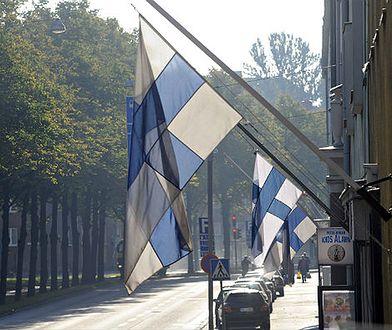 Fińskie flagi na ulicach Helsinek